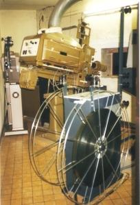 Gembloux Cinéma Royal appareil de projection 35mm en 1999.jpg